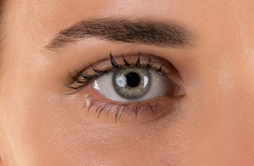 natural mascara with organic ingredients and plant extracts