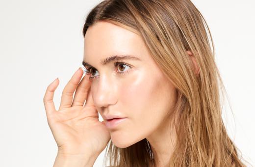 gold-organic-natural-highlighter-REBORN-dewy-skin-glow-light-skin